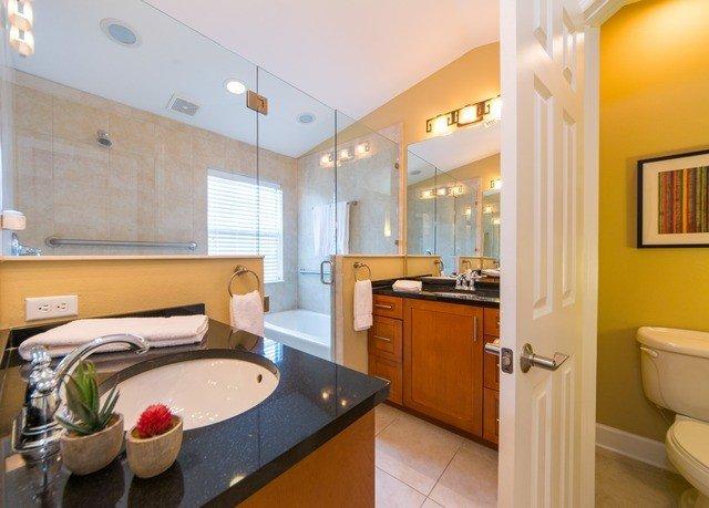 property home cottage yellow Suite tub bathtub Bath