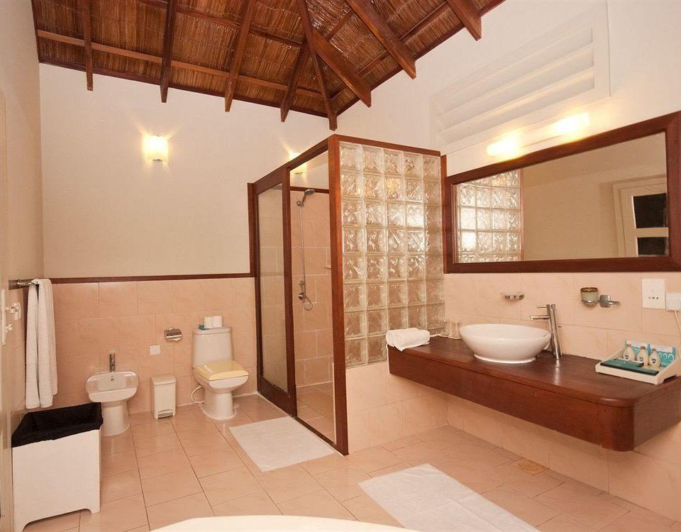 bathroom property sink home Suite cottage Villa tub Bath