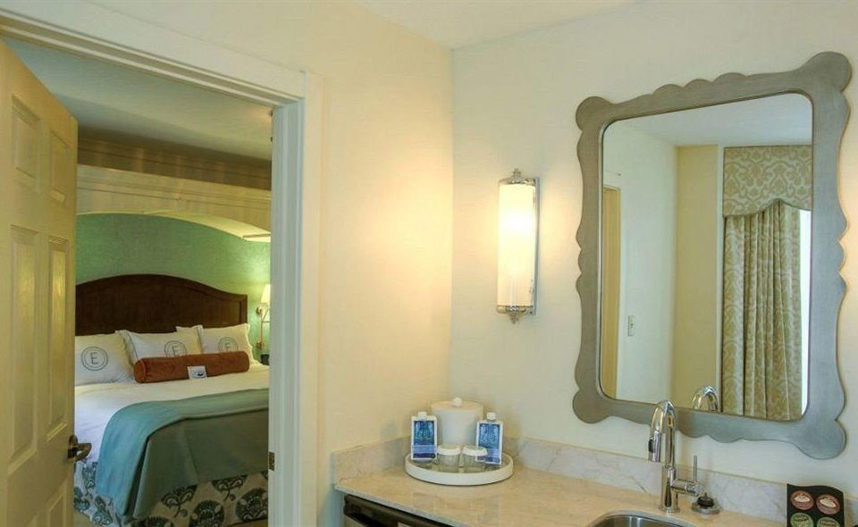 bathroom sink mirror property home towel cottage Suite Villa mansion bathtub Bath tub