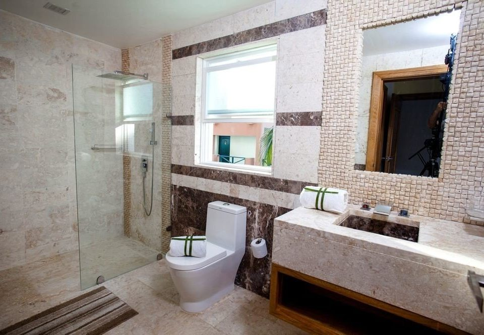 bathroom property toilet cottage home sink Suite Villa Bath tub