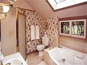 bathroom property sink toilet cottage Suite home swimming pool mansion tub Villa bathtub Bath tiled tile