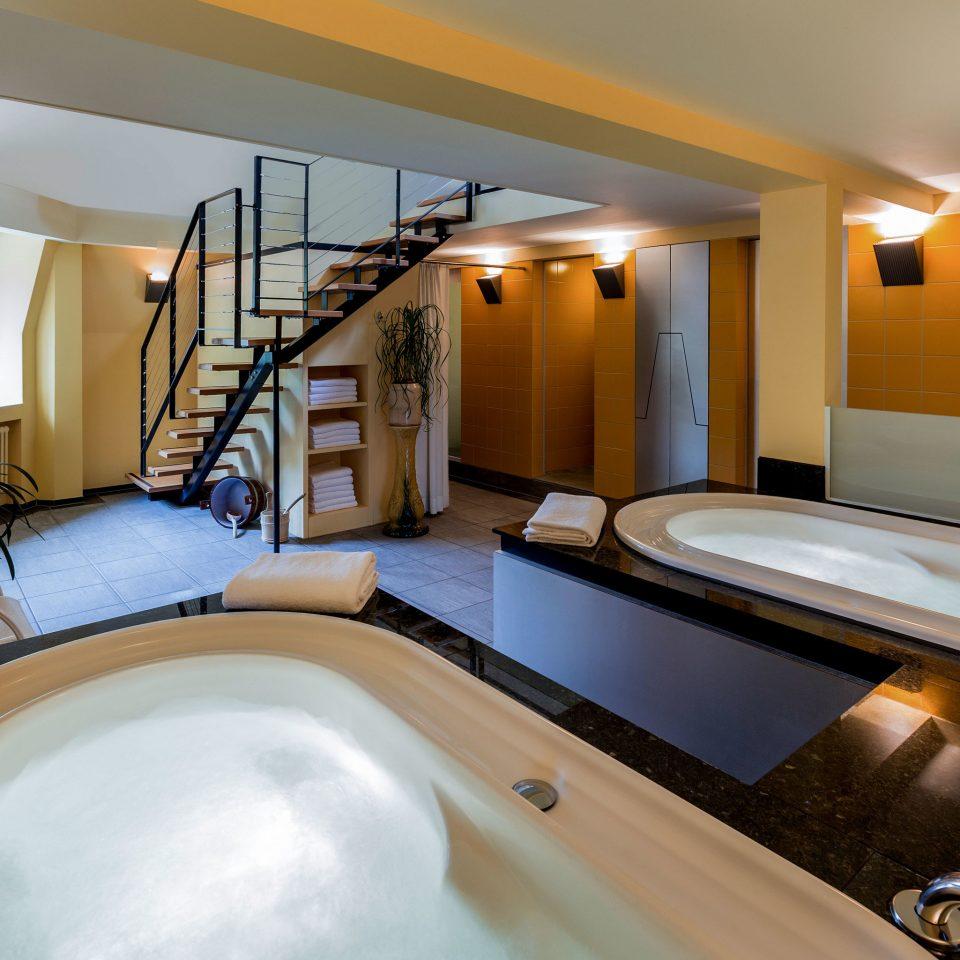 property swimming pool Suite Villa jacuzzi tub Bath bathtub