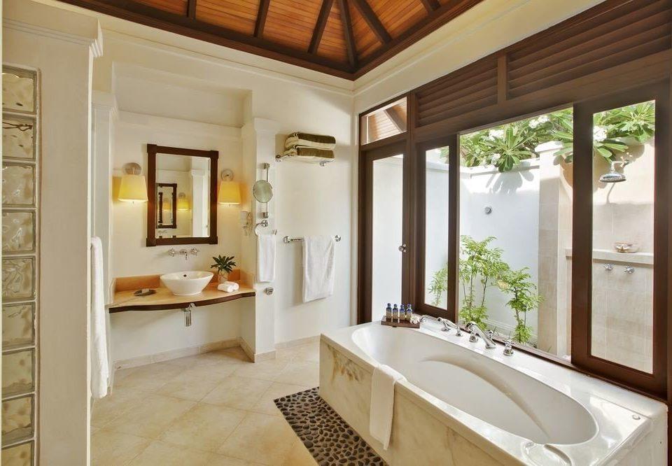 bathroom property home sink hardwood cottage farmhouse mansion Villa tub tile bathtub Bath tan