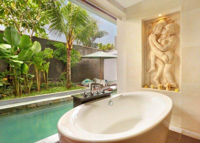 property swimming pool home tub Villa Bath toilet bathtub