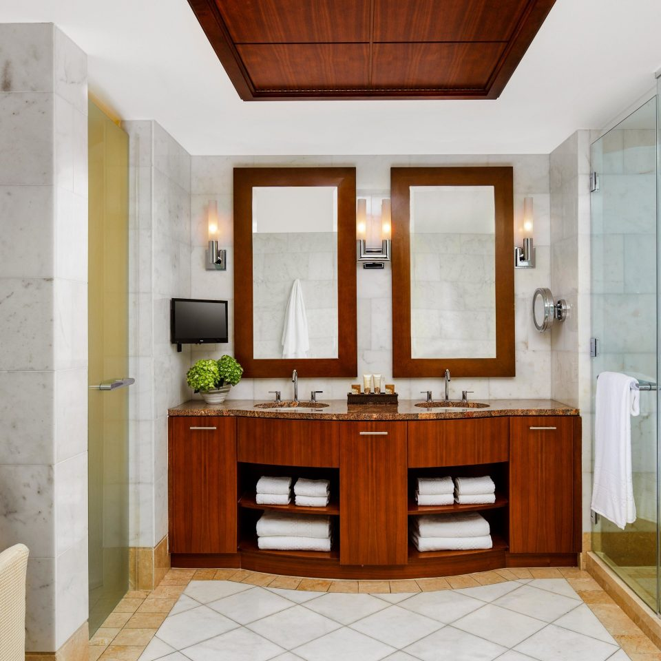 bathroom bathroom cabinet home bathroom accessory cabinetry sink cuisine classique interior designer tiled