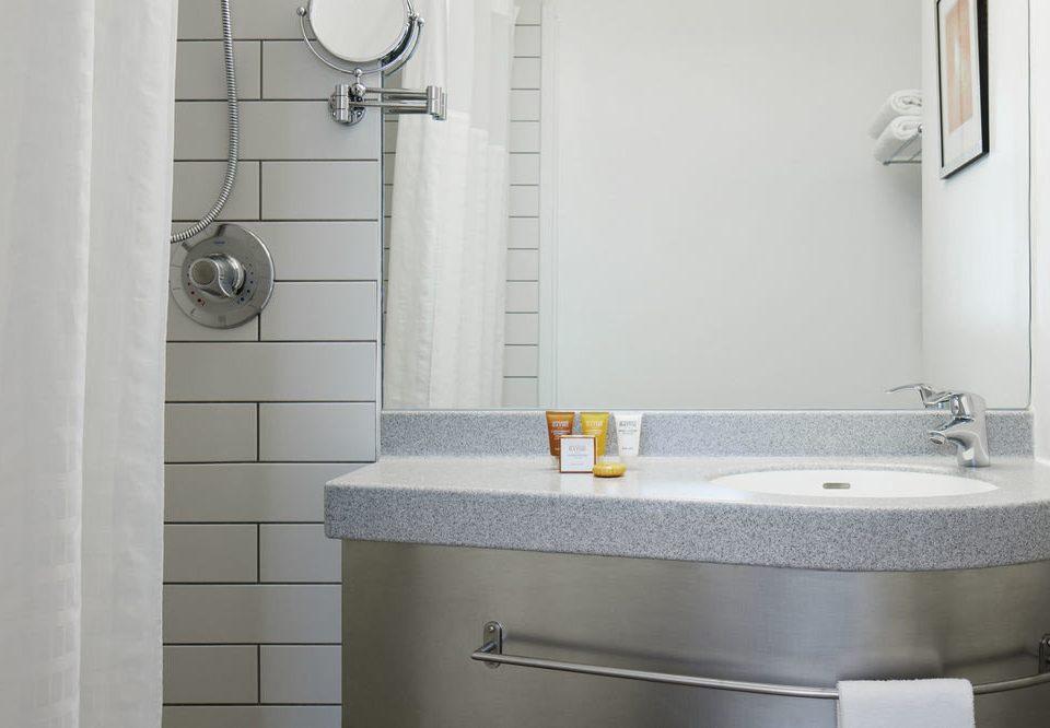bathroom mirror toilet property sink plumbing fixture bidet bathtub tile bathroom cabinet water basin