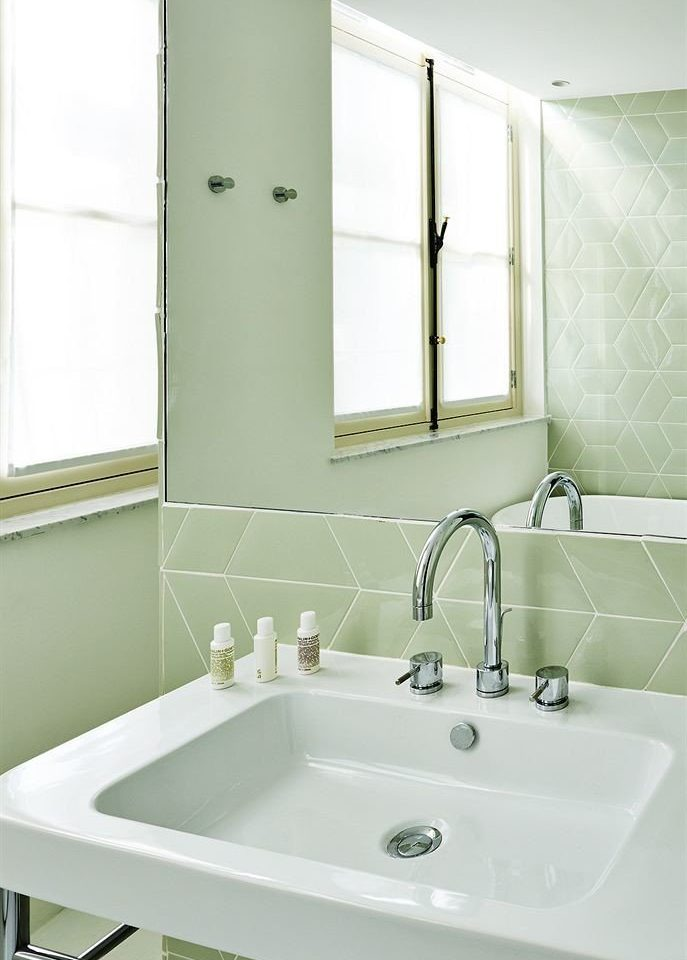bathroom vessel sink mirror bathtub green plumbing fixture bidet bathroom cabinet water basin tile tiled