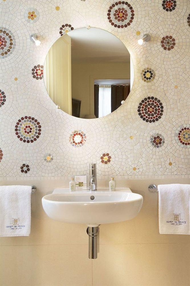bathroom toilet bathroom cabinet flooring