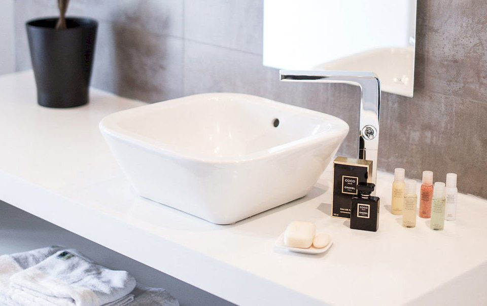 sink bathtub bathroom plumbing fixture bidet ceramic vessel tap flooring water basin