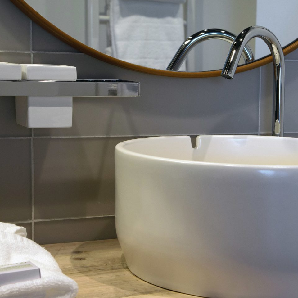 bathtub plumbing fixture toilet sink bidet bathroom product ceramic toilet seat tap flooring