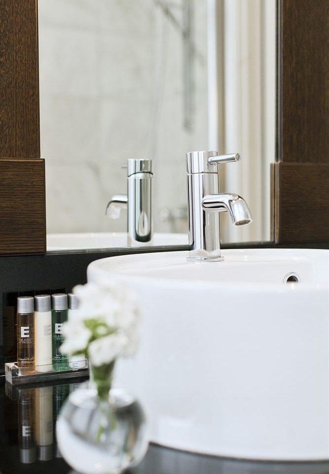 bathroom sink plumbing fixture bidet bathtub tap ceramic