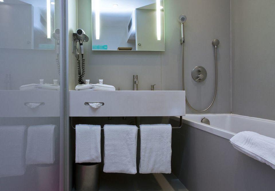bathroom mirror property sink towel white home plumbing fixture toilet bidet vessel bathtub cottage public toilet rack tub