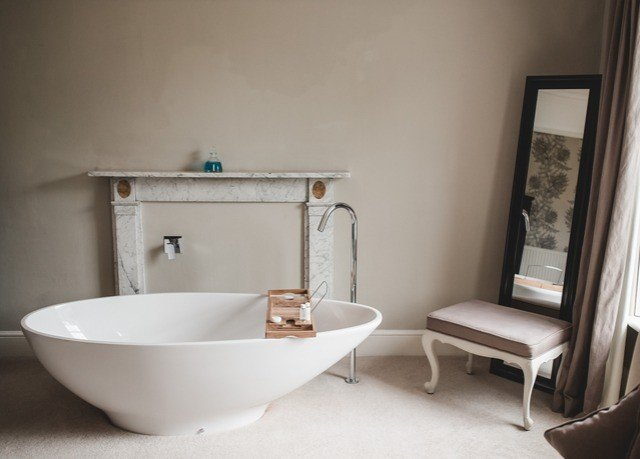property bathroom bathtub plumbing fixture bidet cottage