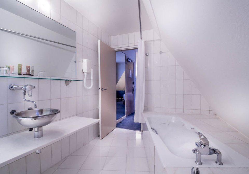 bathroom property toilet sink flooring daylighting bathtub bidet plumbing fixture tile tiled