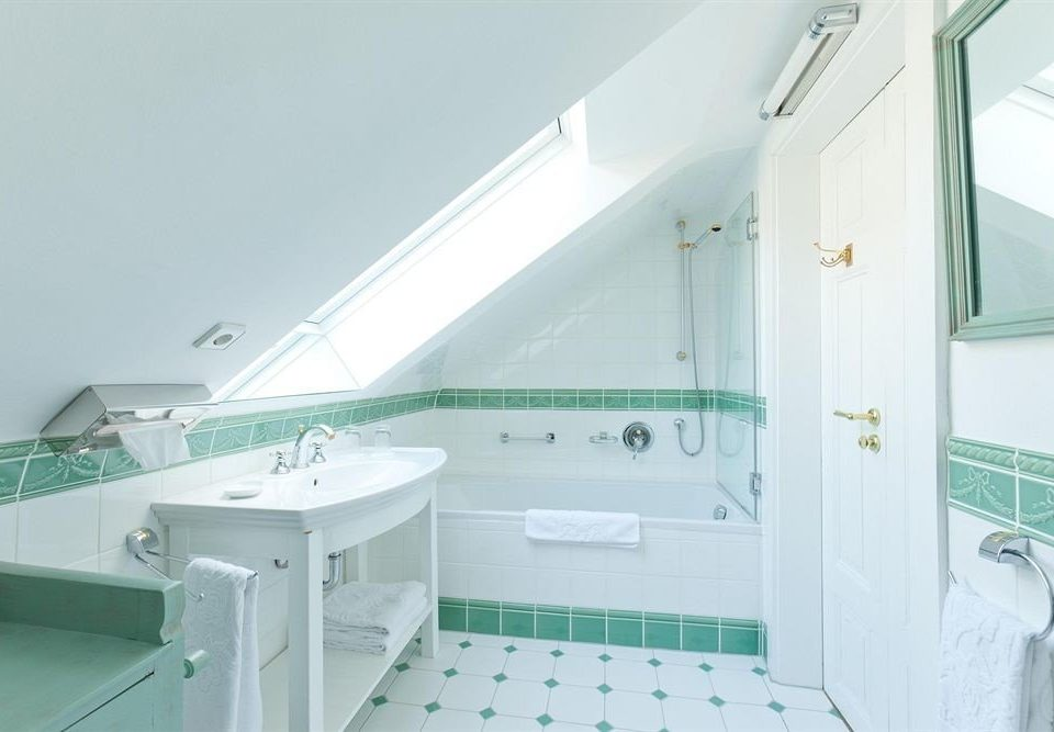 property bathroom swimming pool bathtub green plumbing fixture bidet tiled tile