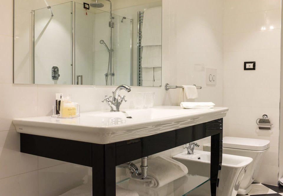 bathroom mirror property sink plumbing fixture home bidet bathtub toilet water basin