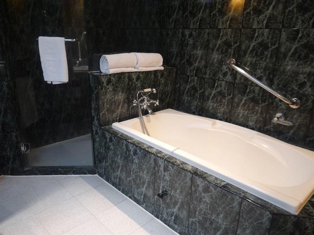 bathroom bathtub plumbing fixture swimming pool bidet vessel jacuzzi sink tile tiled