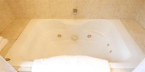 vessel swimming pool bathtub jacuzzi plumbing fixture white bidet bathroom