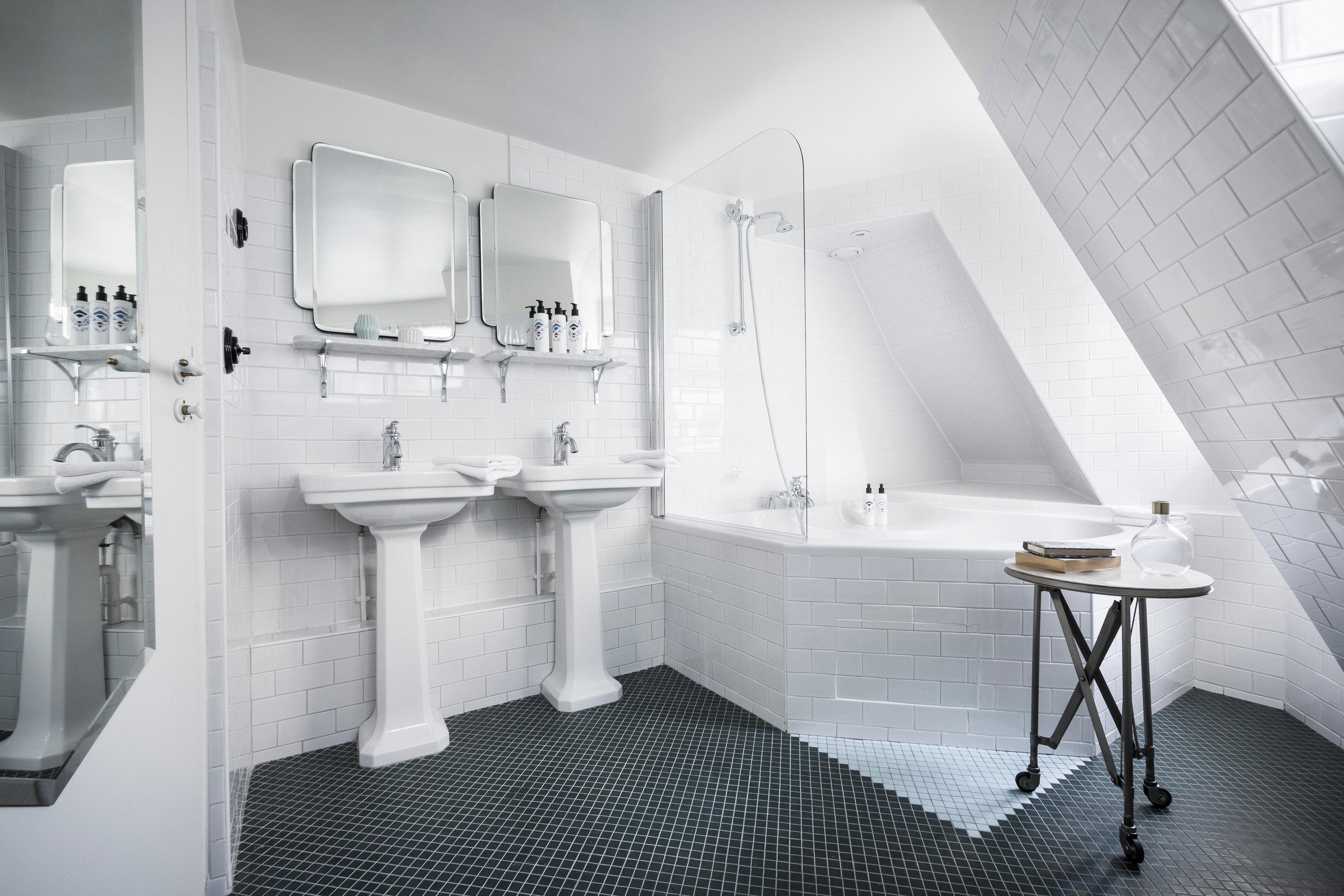 property bathroom toilet bidet plumbing fixture bathtub