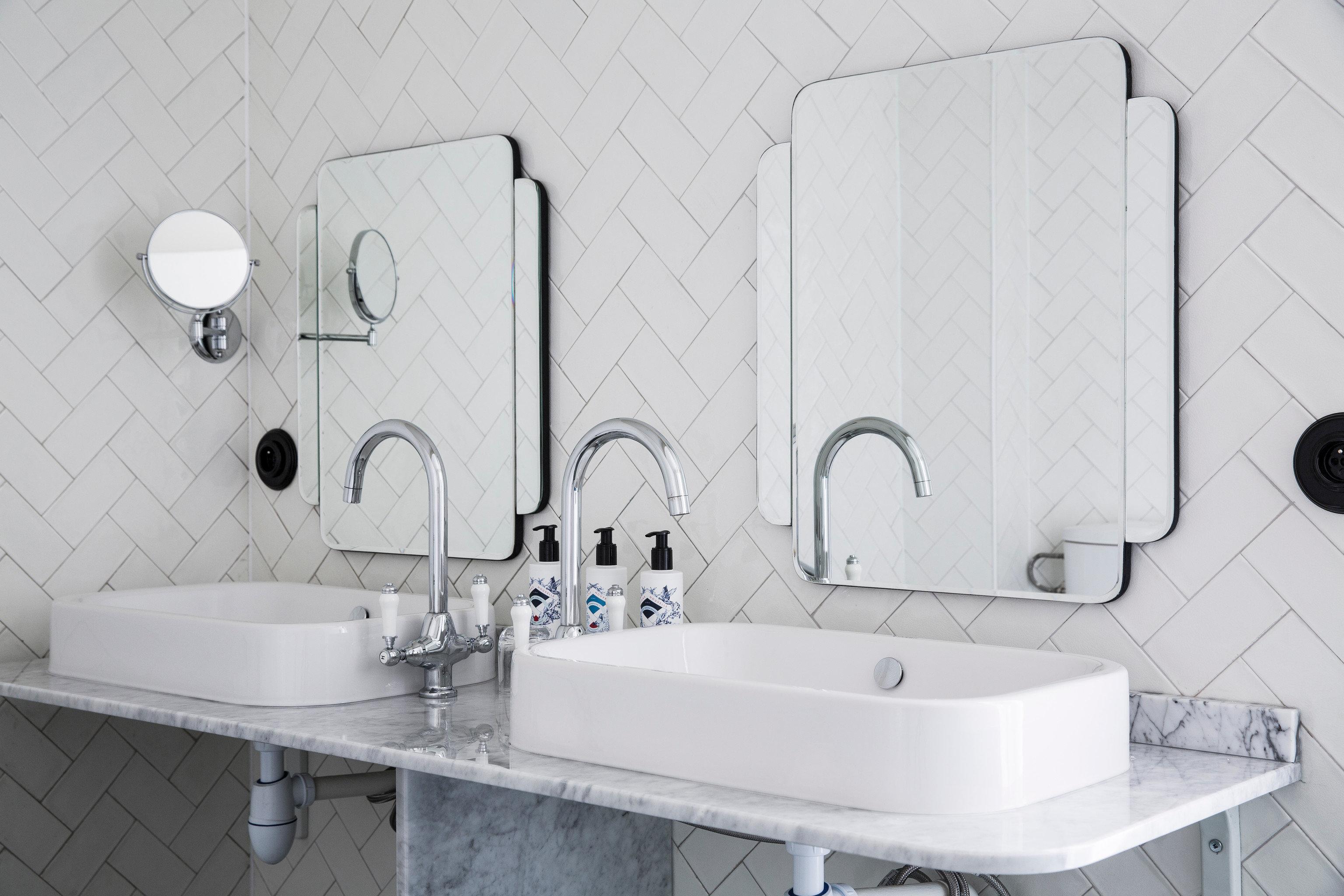 bathroom sink toilet bidet plumbing fixture bathtub tile tiled water basin