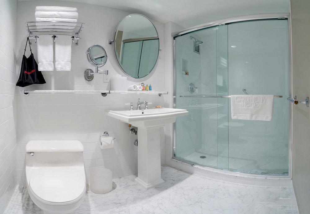 bathroom toilet property sink bidet plumbing fixture white bathtub public toilet tiled