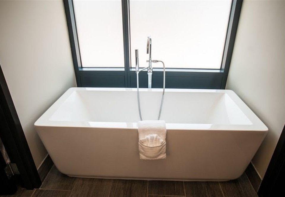 bathroom bathtub plumbing fixture toilet bidet sink