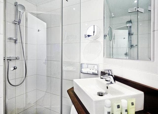 bathroom toilet plumbing fixture bidet bathtub