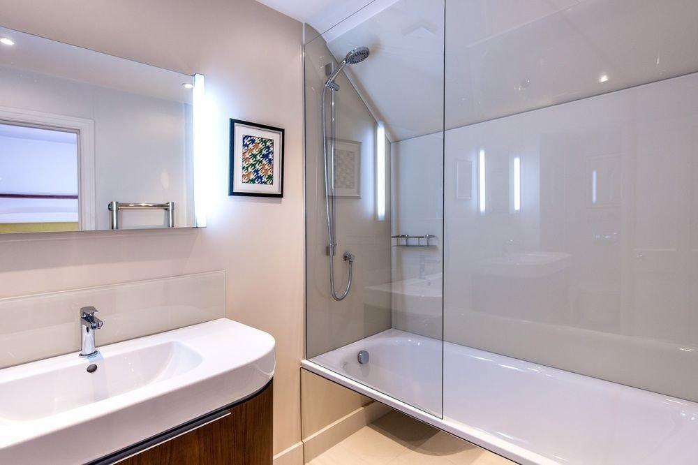 bathroom sink mirror property vessel home bathtub daylighting plumbing fixture clean