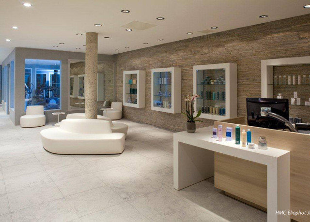 property living room bathroom home flooring condominium mansion bathtub