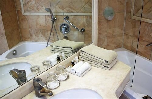 bathroom toilet property sink swimming pool jacuzzi plumbing fixture cottage bathtub water basin