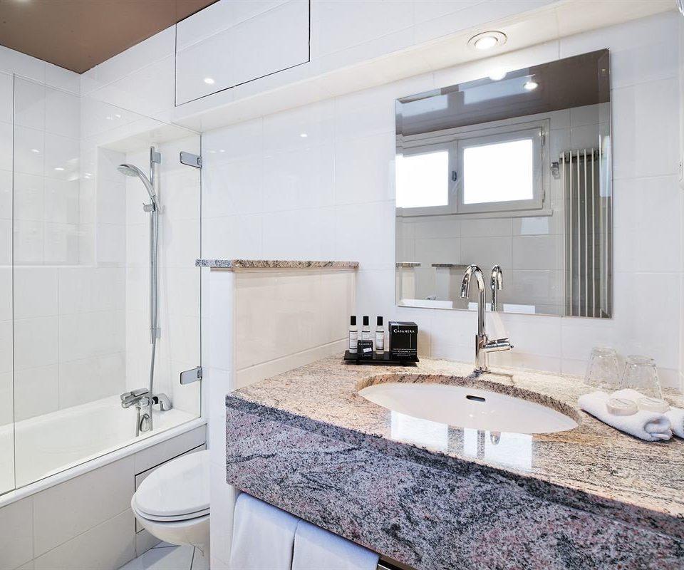 bathroom property toilet scene countertop sink cuisine classique flooring counter vessel bathtub water basin tiled