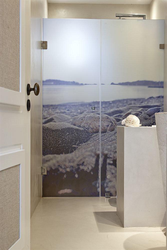 bathroom property house plumbing fixture home bathtub flooring