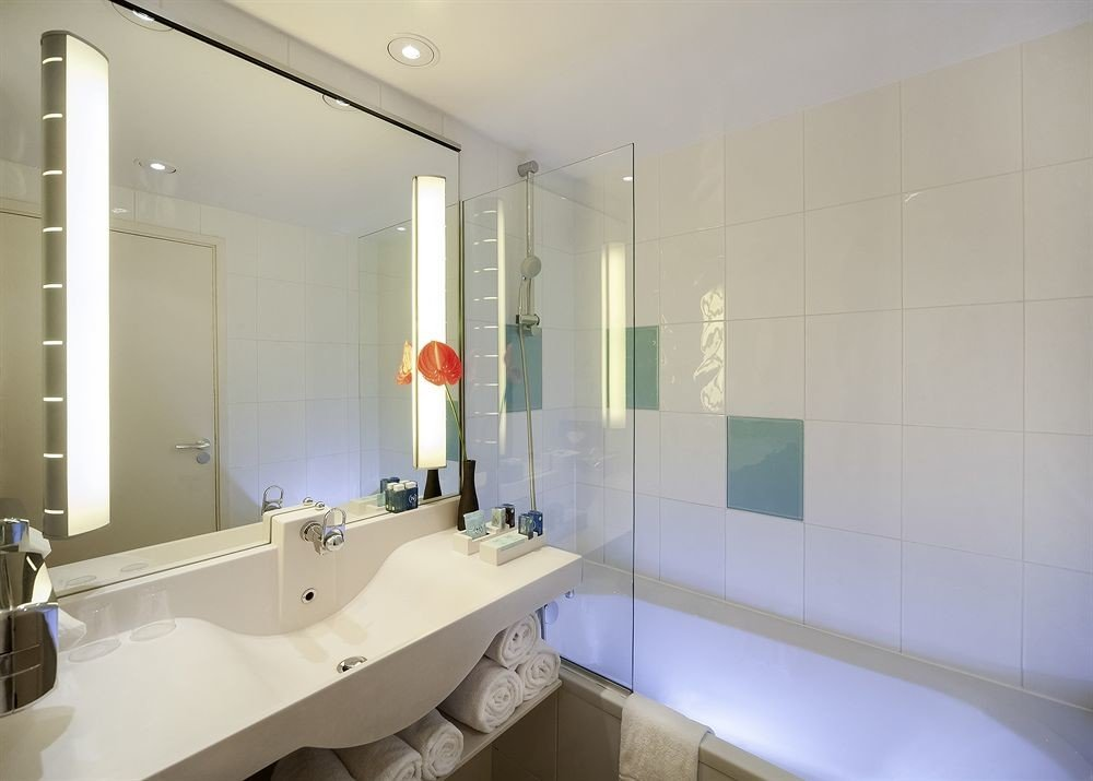 bathroom sink mirror property toilet white long bathtub plumbing fixture flooring vessel