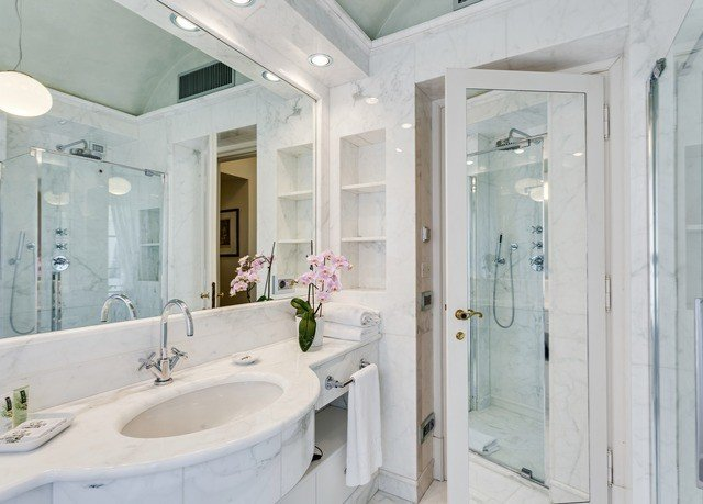 bathroom property sink home toilet bathtub plumbing fixture mansion public toilet swimming pool