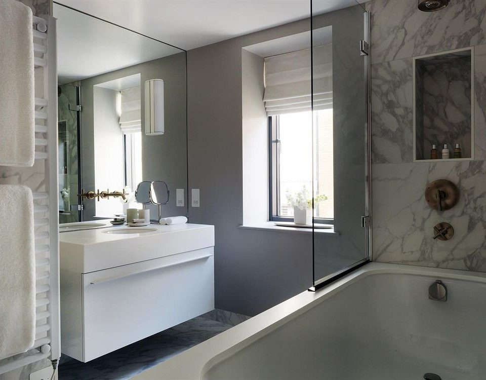 bathroom mirror sink property white bathtub home plumbing fixture toilet