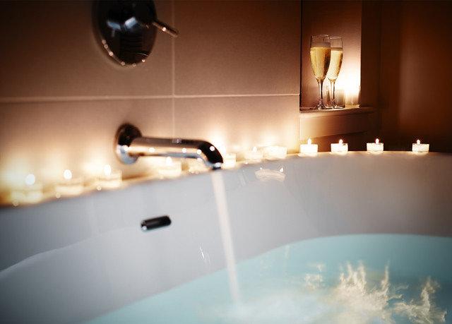 swimming pool light lighting jacuzzi bathtub bathroom plumbing fixture