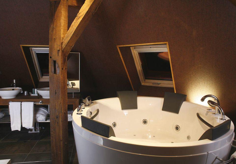 man made object swimming pool bathtub bathroom plumbing fixture jacuzzi tub