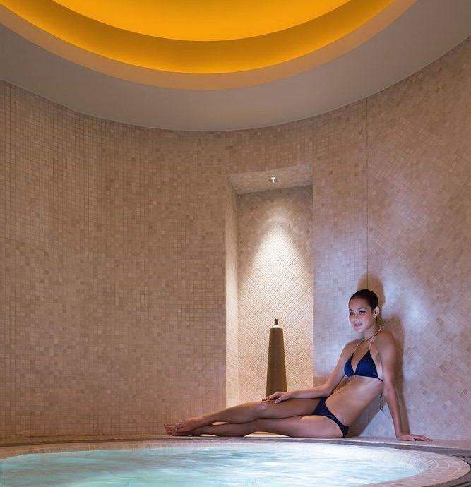 swimming pool bathtub jacuzzi bathroom