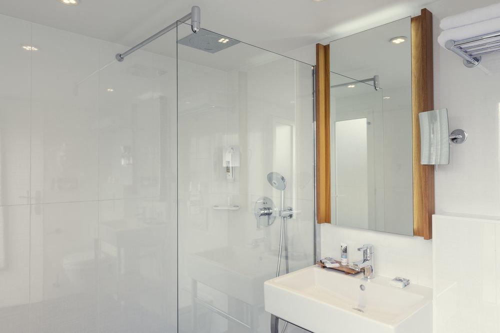 bathroom property white plumbing fixture sink bathtub tiled