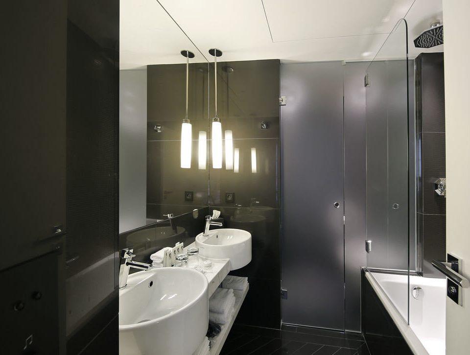 bathroom property toilet plumbing fixture sink bathtub