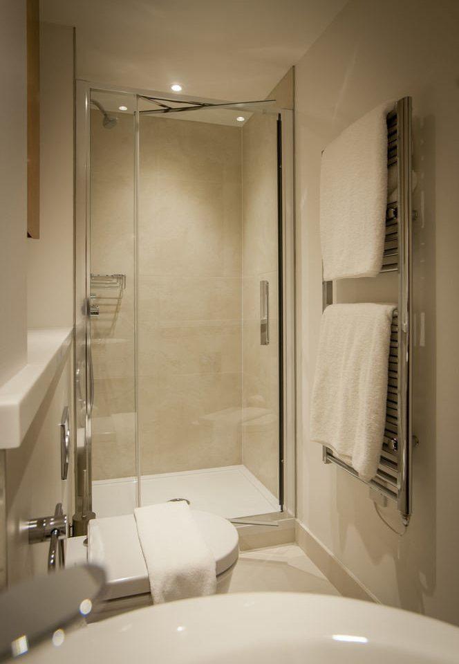 bathroom toilet plumbing fixture white bathtub