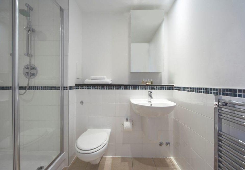 bathroom property white sink toilet shower flooring bidet plumbing fixture tile tiled