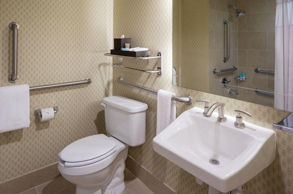 bathroom sink mirror property toilet towel bidet plumbing fixture public toilet rack tiled