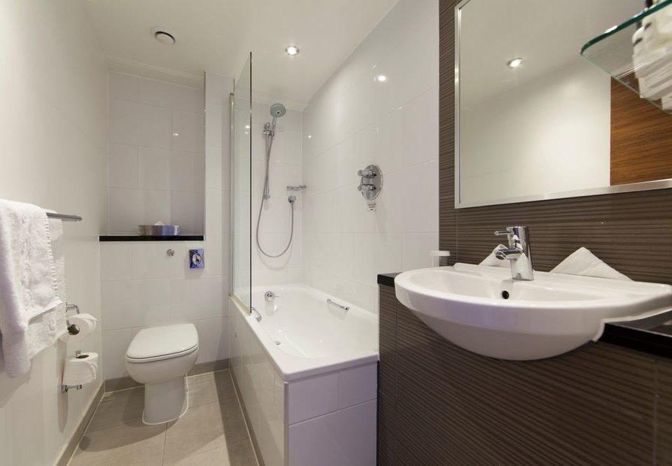 bathroom sink mirror property toilet bidet towel white plumbing fixture rack tile