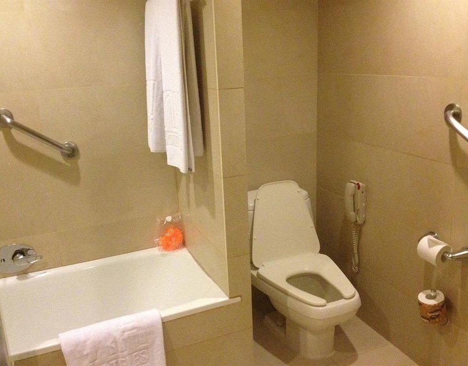 bathroom property toilet sink towel plumbing fixture bidet rack trash