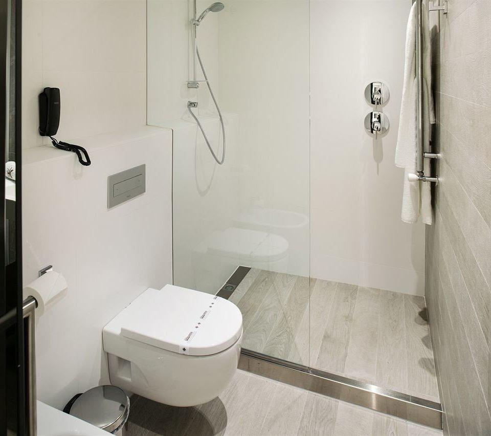 bathroom toilet property plumbing fixture bidet sink public toilet