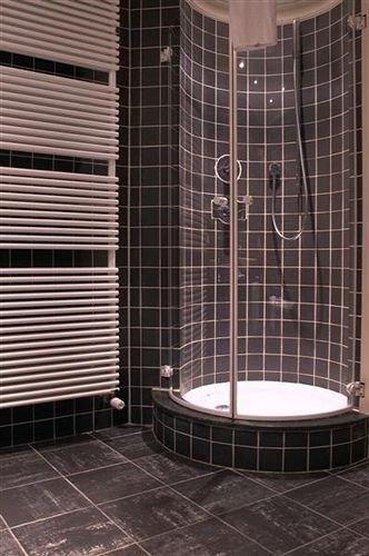 bathroom toilet plumbing fixture black tiled tile flooring swimming pool shower