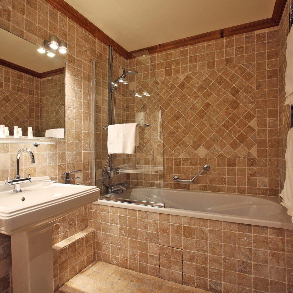 bathroom property sink flooring tile hardwood home cottage cabinetry tiled