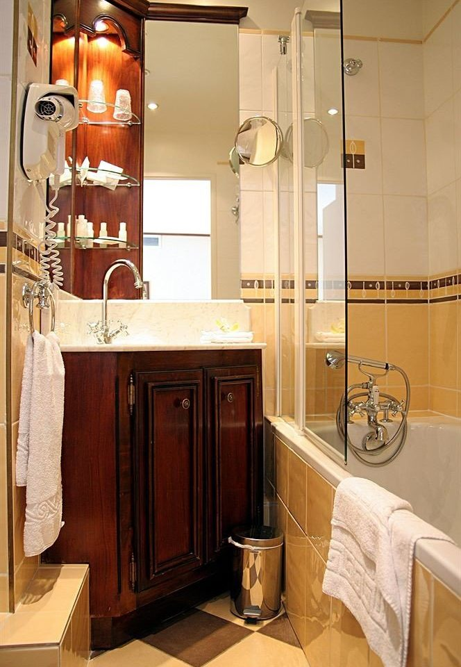 bathroom property cabinetry home cottage