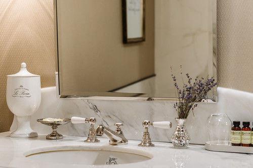 bathroom mirror sink white lighting centrepiece glass restaurant towel
